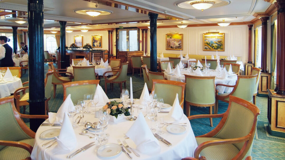 Sea Cloud II - Restaurant