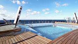 MSC Divina - Pool am Heck