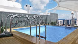 MSC Divina - Yacht Club Pool