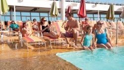 Allure of the Seas - Pooldeck_Multigen
